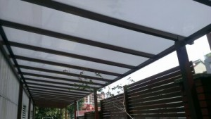 polycarbonate shelter for car park