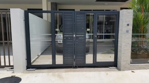 aluminium with tempered glass drive way gate