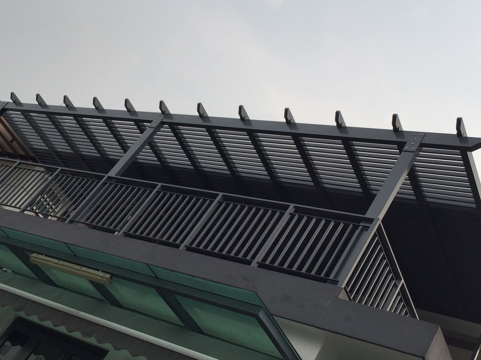 Aluminium Trellis And Polycarbonate Roofing Spacedor