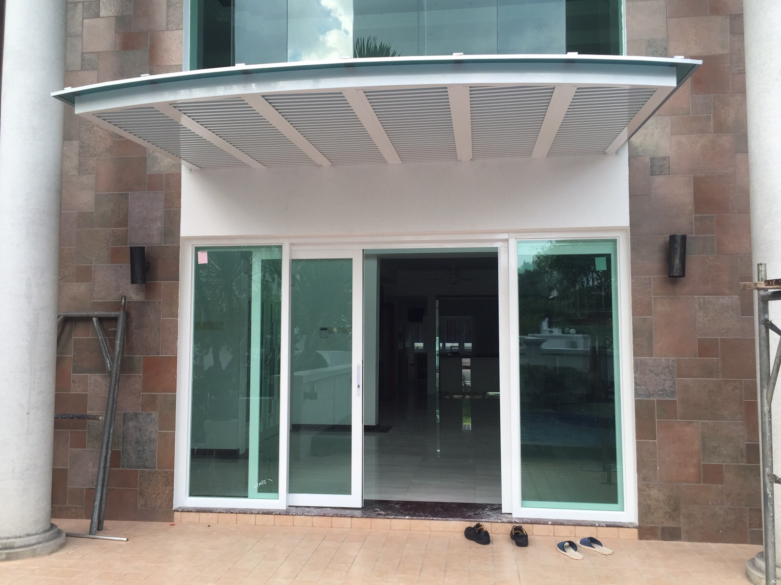 Arch Shape Aluminium Polycarbonate Canopy with Aluminium Trellis and Glass Doors & Arch Shape Aluminium Polycarbonate Canopy with Aluminium Trellis ... Pezcame.Com