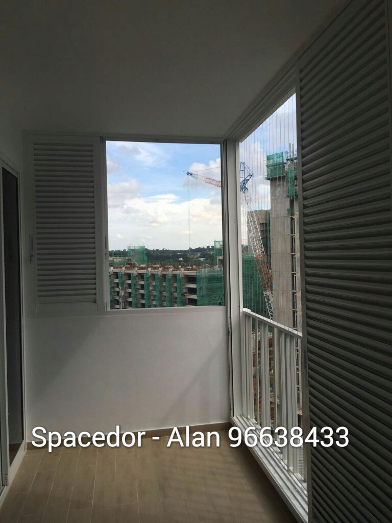Aluminium Louver Window To Enclose The Balcony Area