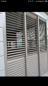 Adjustable louvres with adjustable aluminium blades
